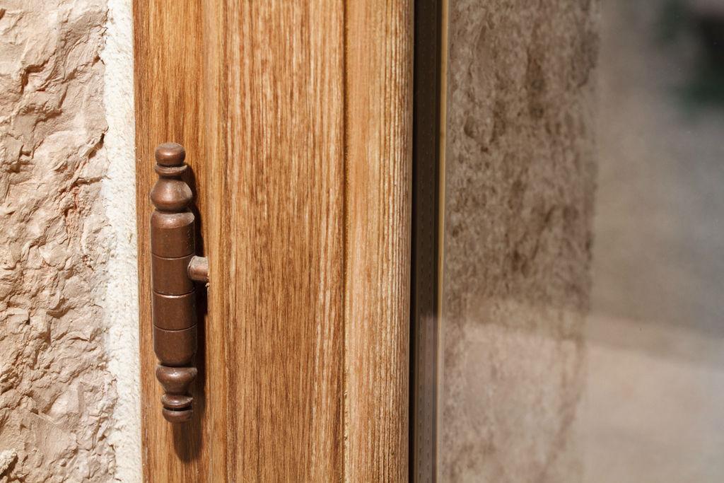 Finestre d 39 epoca finestre d 39 epoca - Cerniere per finestre in legno ...